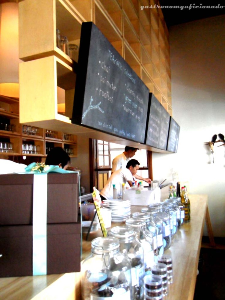Hummingbird Eatery & Guest House (2/6)