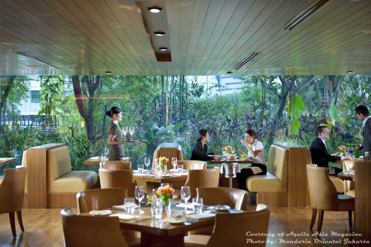 Restaurant review cinnamon aquila asia sep oct 2011 for Hotel restaurant