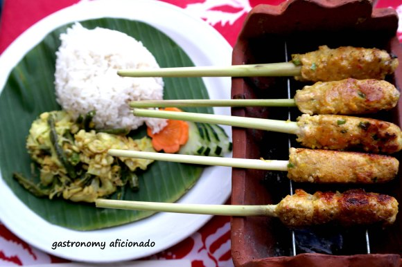 http://gastronomyaficionado.files.wordpress.com/2012/08/kopi-pot-sate-lilit-ikan.jpg?w=580&h=386