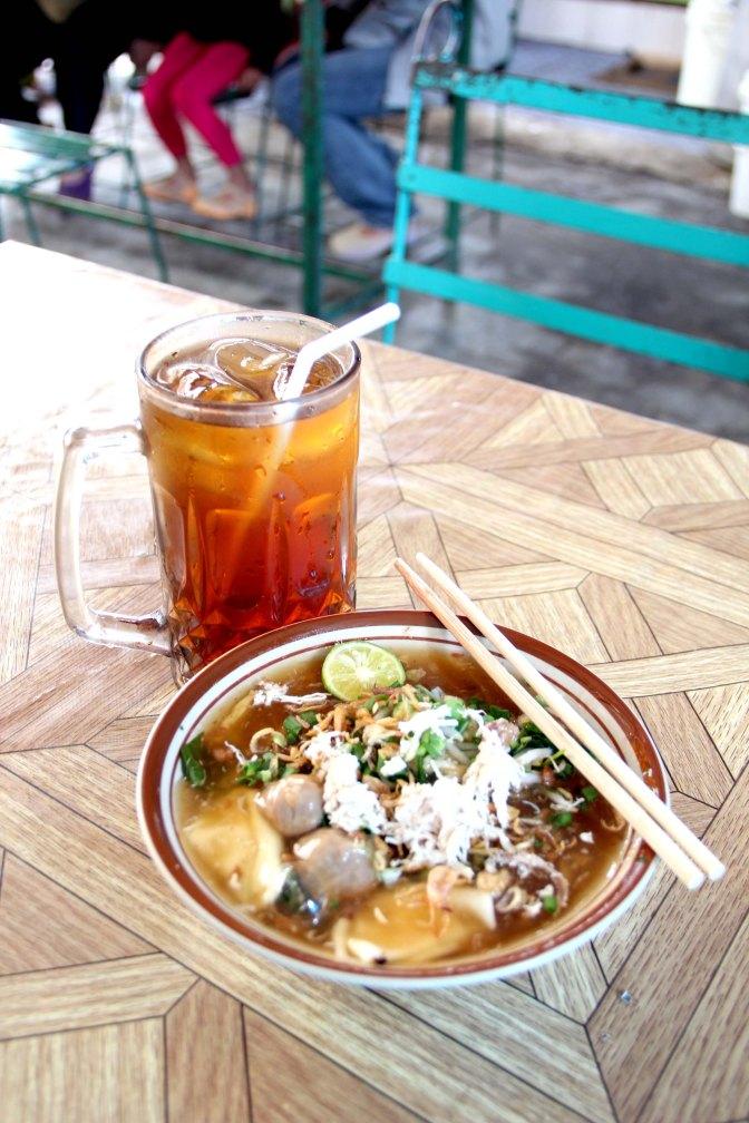 Lomie Imam Bonjol - Lomie and iced tea