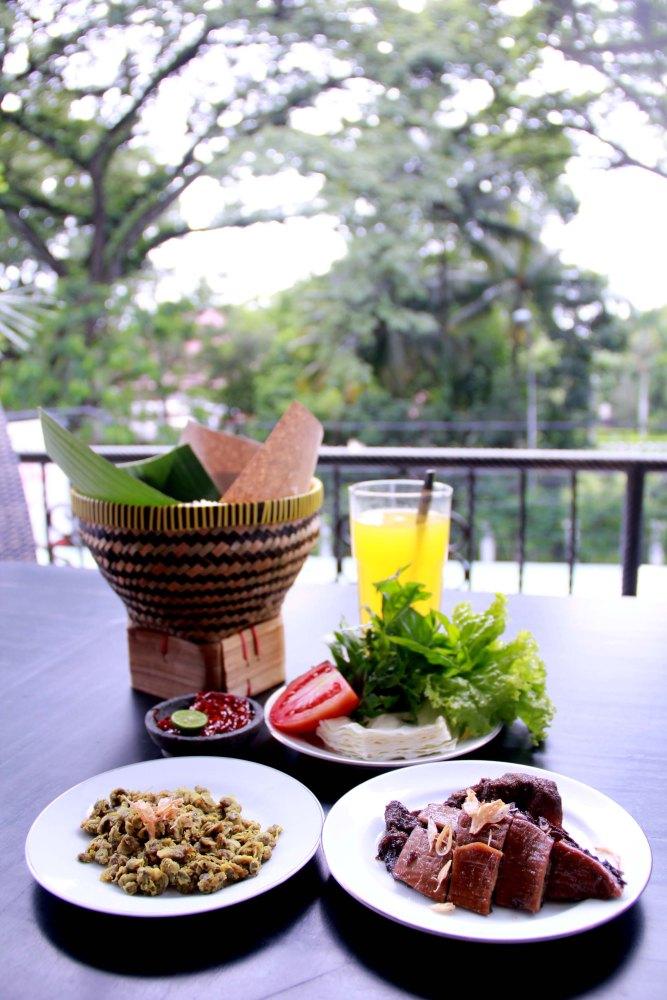 A Mini Guide to Bandung's Culinary Perks (Jakpost Travel - January 29, 2013) (4/6)