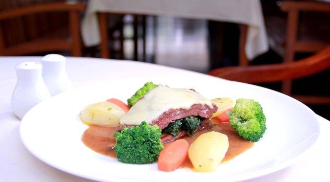 Restaurant Review: Maxi's