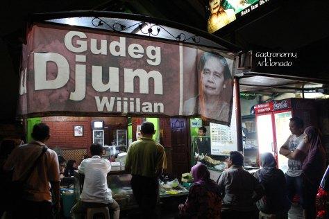 Gudeg Yu Djum - Exterior