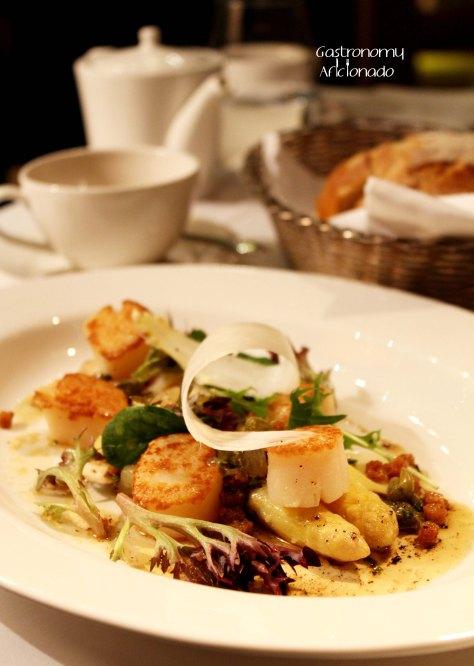 Lyon - Scallops with White Asparagus