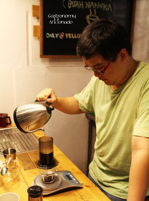 Yellow Truck Cafe - Brewing with Aeropress