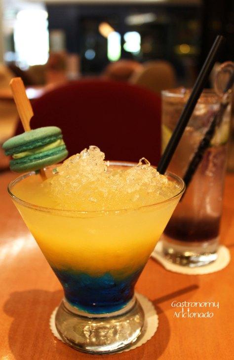 Blue Passion Macaron