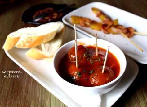 Albondigas con Salsa de Tomato Picante