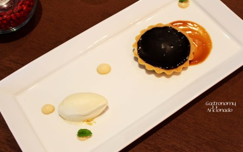 Chocolate tart with caramelized banana sauce and vanilla ice cream