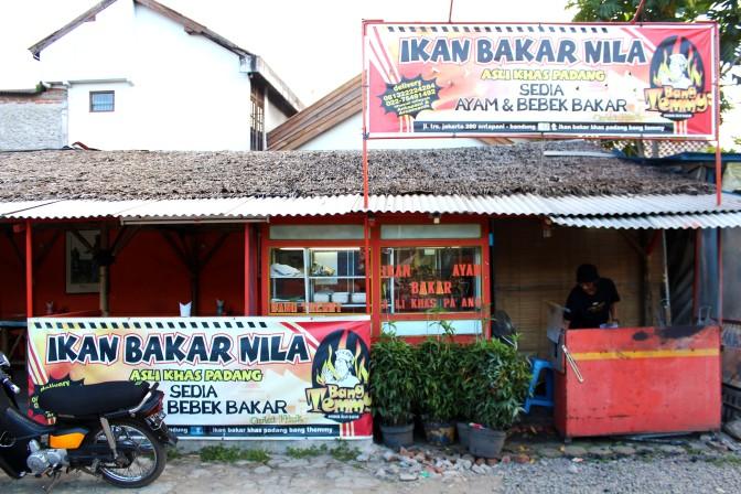 Taking It To The Streets: Ikan Bakar Nila Khas Padang Bang Themmy (The Foodie Magazine, May 2014)