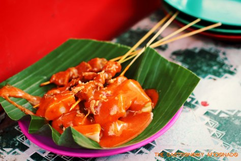 During the Tour de Singkarak festivity, the mayor of Padangpanjang generously hosted the sate Padang parade where people can order satay for free. This one is another interesting take as it has an orange color, not too spicy, but highly umami. I like it!