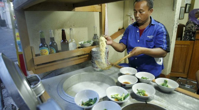 Taking It To The Streets: Mie Ayam Yunus (The Foodie Magazine, June 2014)