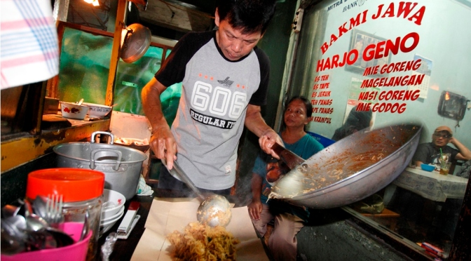 Taking It To The Streets: Bakmi Jawa Harjo Geno (The Foodie Magazine, Dec 2014)