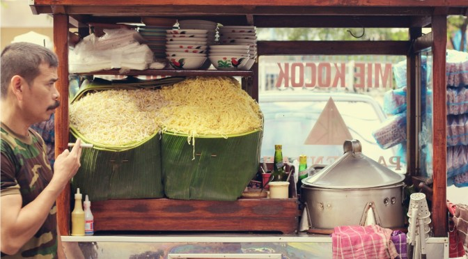 Taking It To The Streets: Mie Kocok Pak Haji Endan (The Foodie Magazine, Jan 2015)