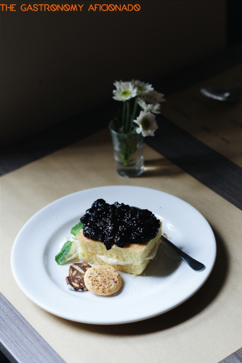 Mascarpone sponge cake & blackberry coulis