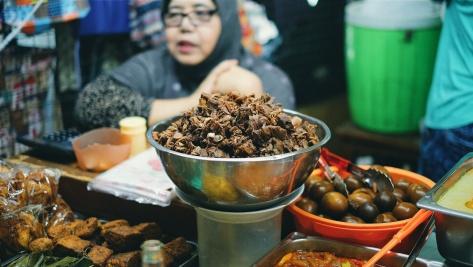 Makan di Pasar Tebet (1)